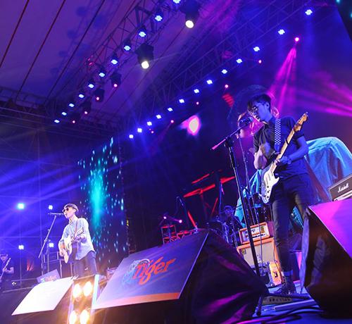 重庆摇滚乐队表演