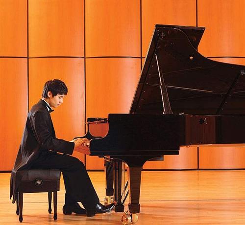 钢琴演奏家