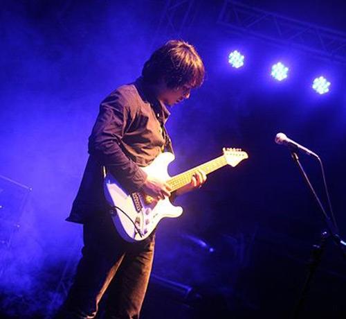 北碚吉他手表演